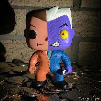 Funko Pop! Heroes Two-Face shaman_of_pop on instagram.com